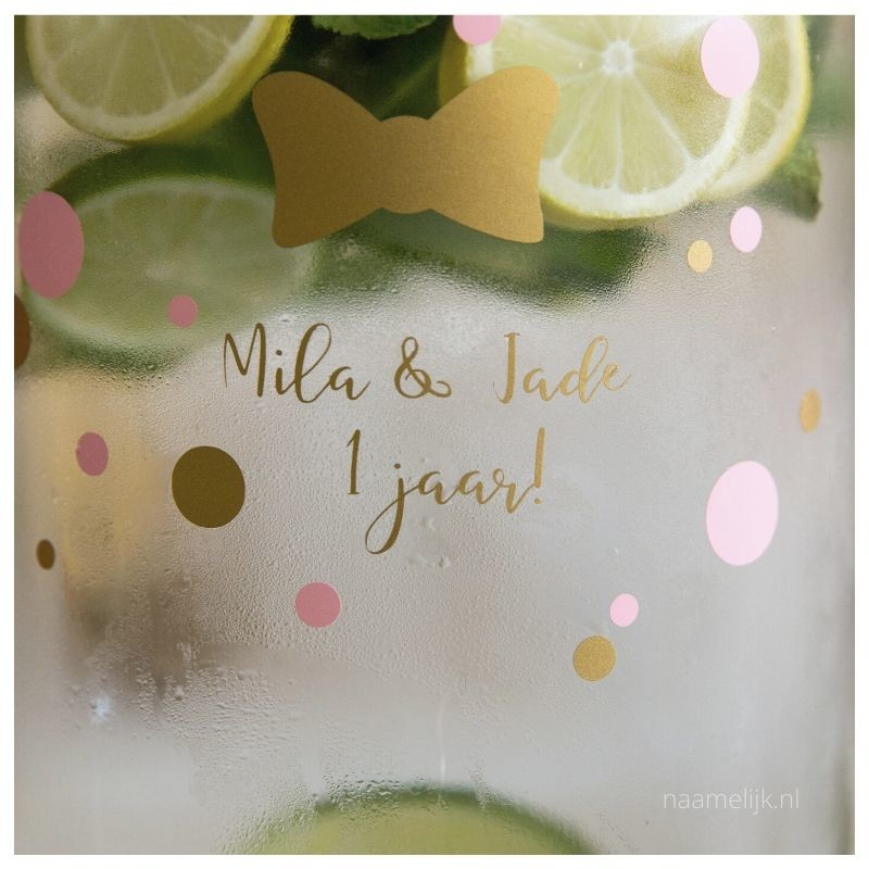 Tweelingverjaardag naamsticker op limonadekan