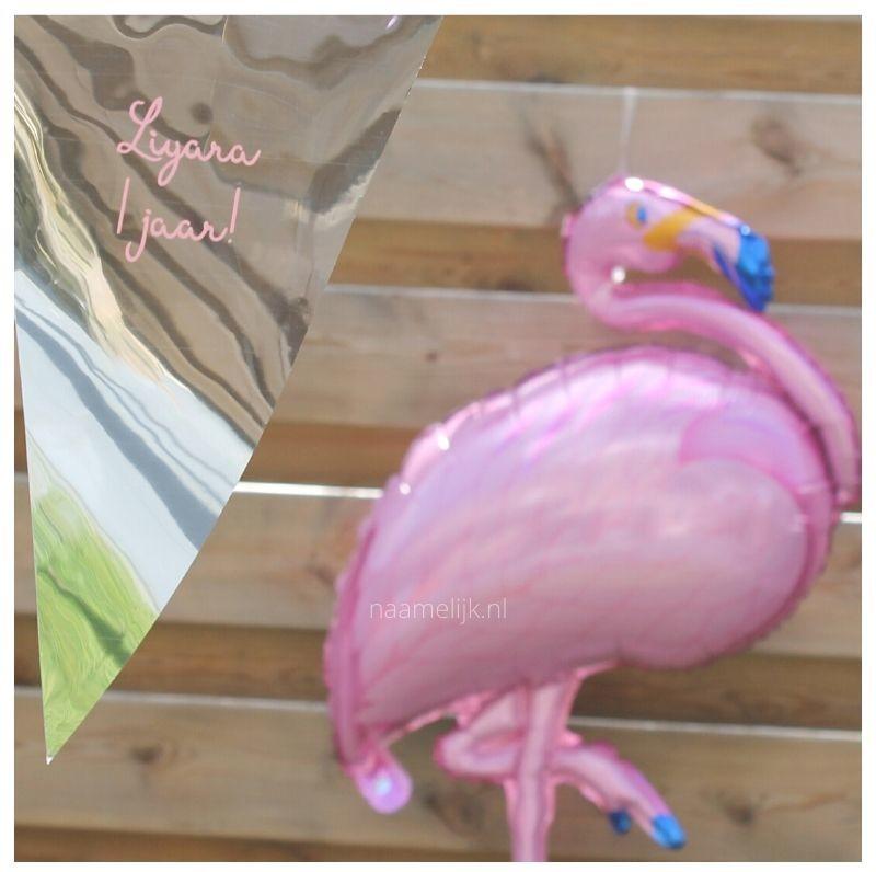 Flamingofeestje sticker op vlaggetjes en ballon
