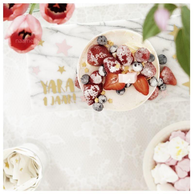 Eerste verjaardag decoratie taartplateau met naamsticker