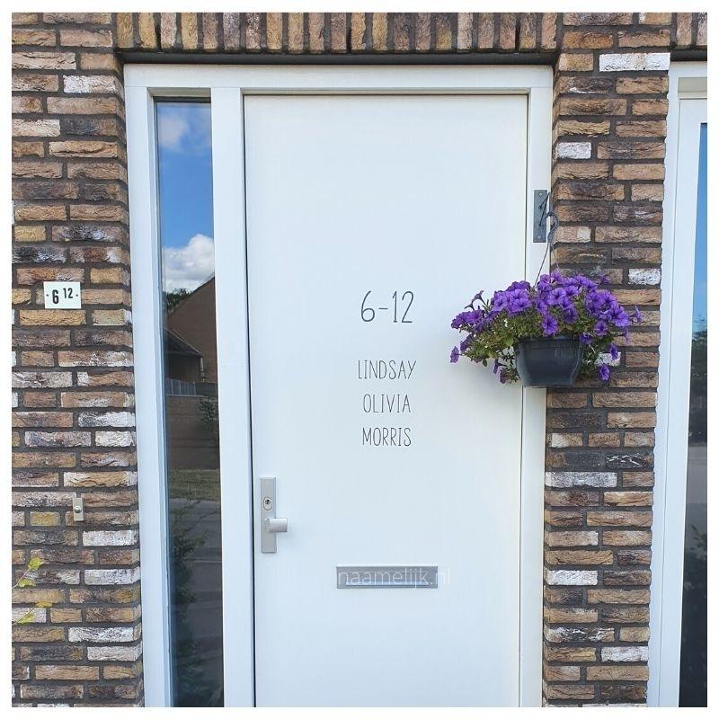 Huisnummer strak in antraciet, maat L op de voordeur