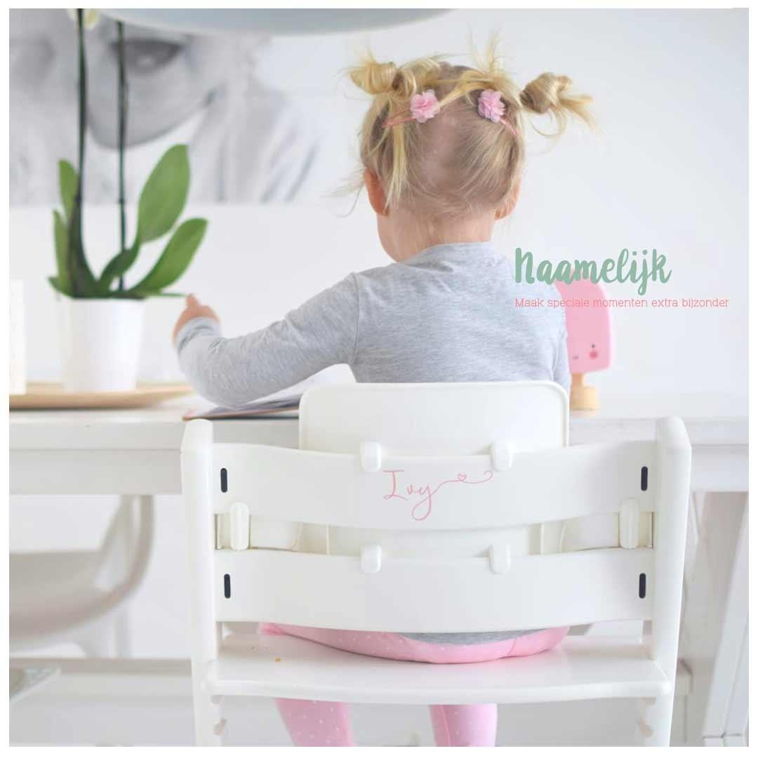 Kinderstoel met naam - naamsticker sierlijk hartje lichtroze