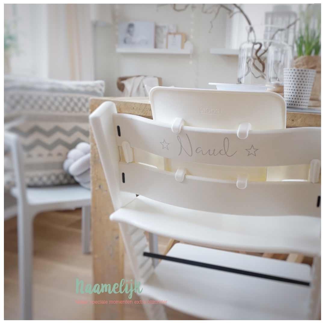Kinderstoel met naam - naamsticker sterretjes lichtgrijs