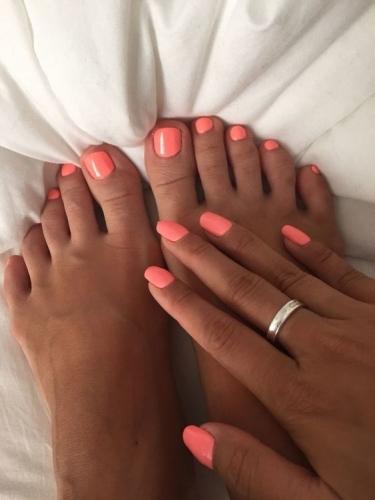 teennagels en handen dezelfde kleur, gaaf he. nagelstudio assen