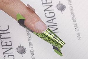 sjabloon vervangt een tip en voorkomt dat je last hebt van lijm aan de zijkant van je nagels