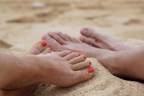 strand en gelakte tenen nagelstudio assen