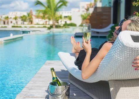 tenen en handen ready to go voor vakantie , dagje strand, saune of zitten op je ligbed