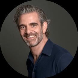 Raymond de Looze, auteur van DIY Goeroe en Hoe je de beste versie van jezelf wordt