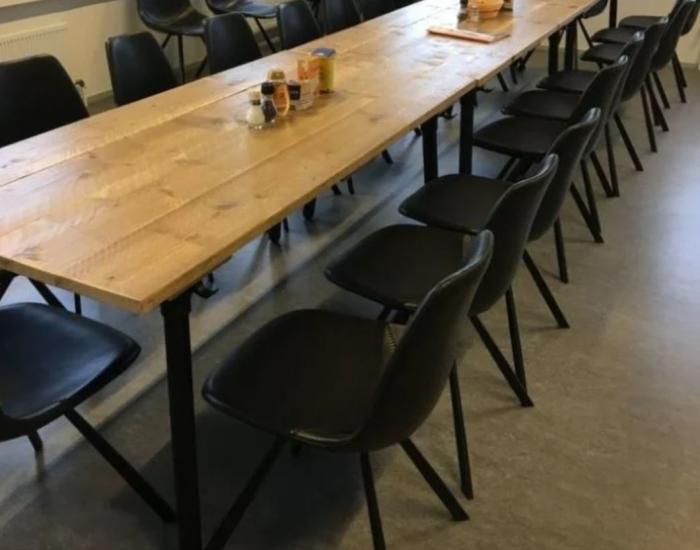 njoj-maatwerk-tafel-in-kantine