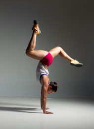 Naomi Rinsampessy, handstand