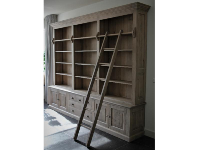 eiken boekenkast met ladder