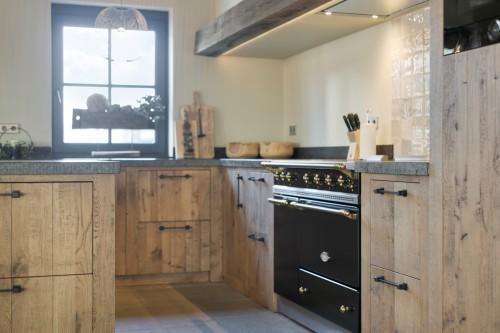 Maatwerk eikenhouten keuken in landelijke stijl