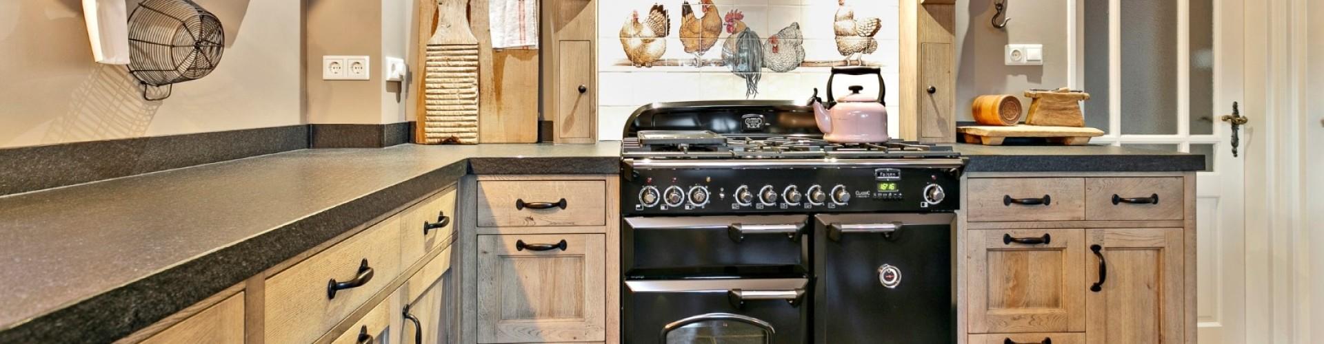 Eiken keuken in landelijke stijl