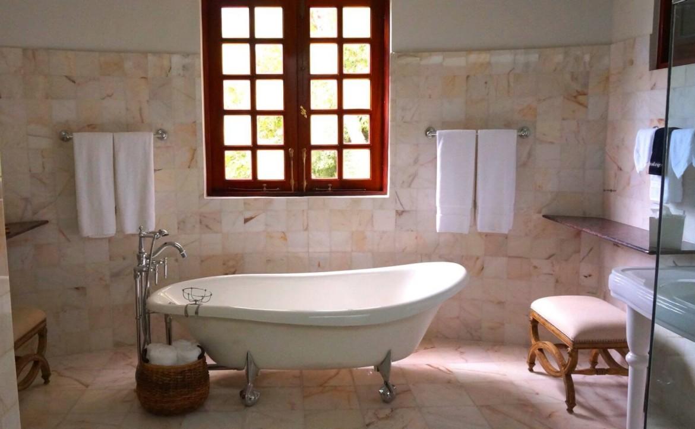 Landelijke badkamer natuursteen