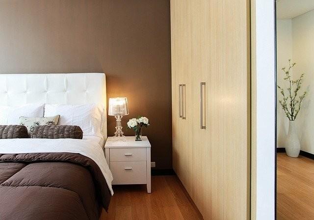 Landelijke slaapkamer nachtkastje