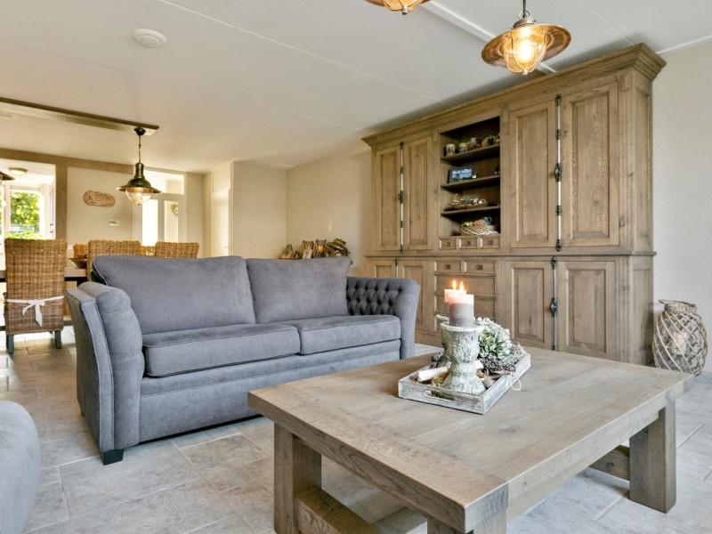 Landelijke interieur eiken meubelen
