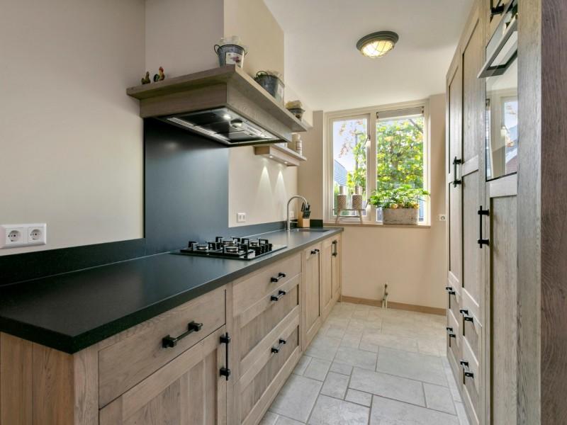 Smalle massief eiken keuken