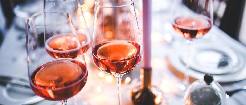 Wijnkoelkast in uw landelijke keuken, voor een extra luxe uitstraling