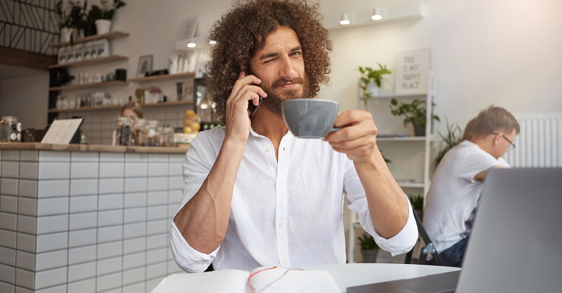 Man drinkt koffie: wat zijn de voordelen?
