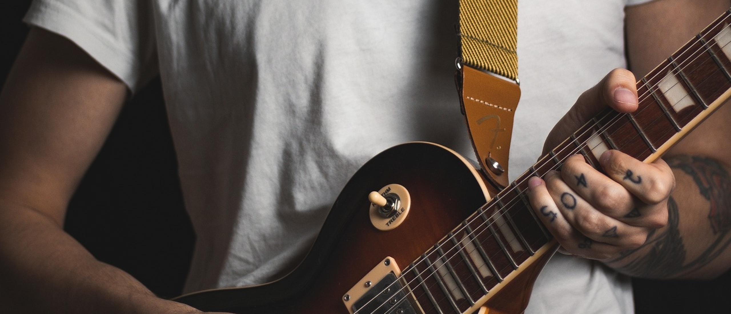 Strap buttons op je gitaar vervangen door strap locks. Kan ik dat zelf?