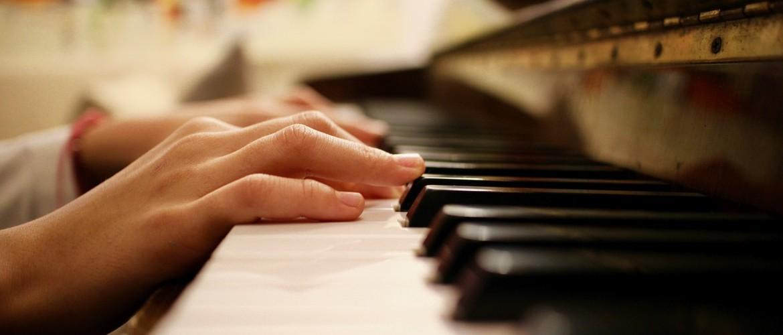 Pianoles kosten – hier vind je alle tarieven die je moet weten op een rijtje