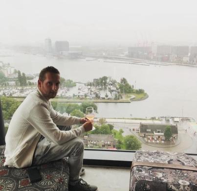 Op deze foto zie je Kevin Louwers in Amsterdam