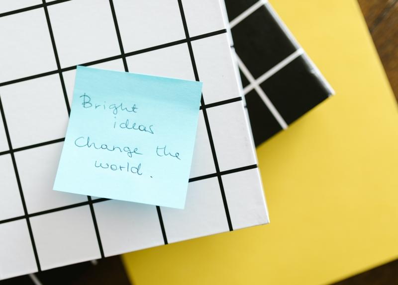 Smart doelen maken zorgt er voor dat jij op schema blijft en je eigen pad volgt. Je hoeft de wereld niet te veranderen, verander jezelf in kleine stappen!
