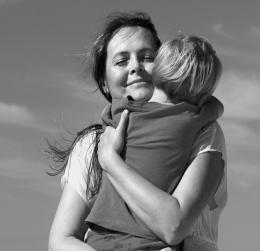 zoon mama knuffelen zelfvretrouwen