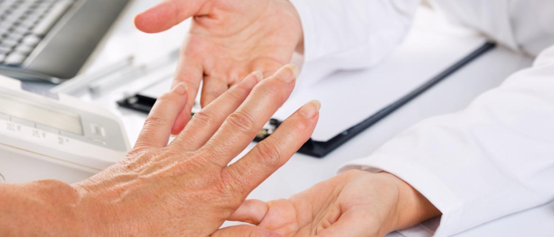 Met reumatische klachten naar de KNO-arts of de dermatoloog?