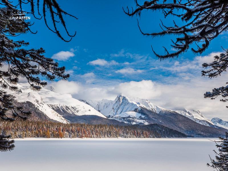 Jasper National Park Canada: Maligne Lake covered in snow