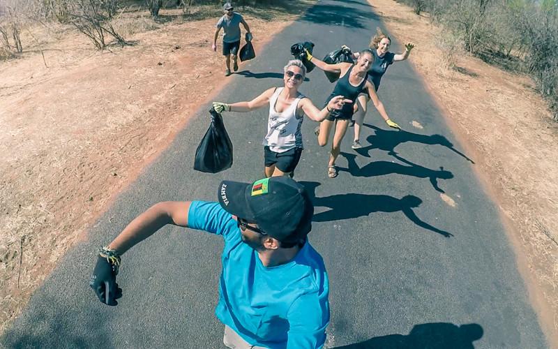 Volunteering in Zimbabwe: litter pick activities