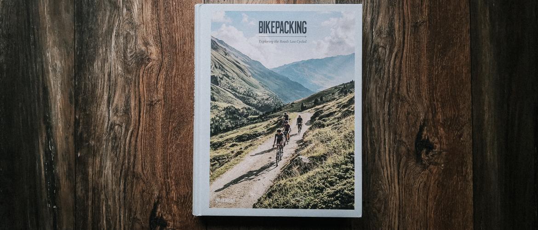 Een boek over bikepacken om bij weg te dromen
