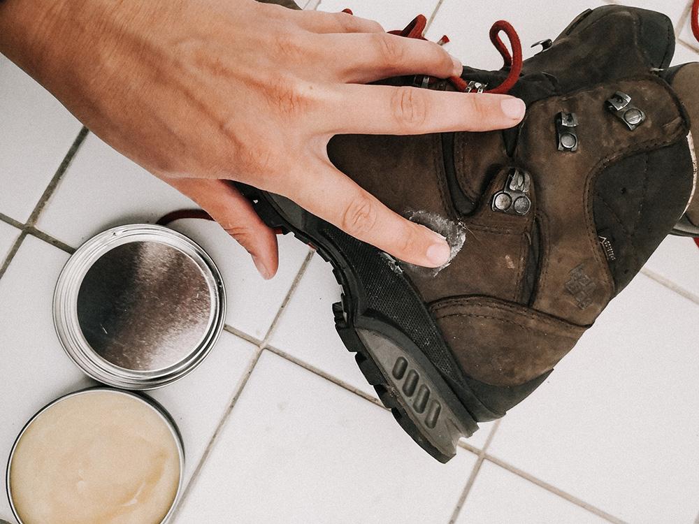 hoe-wandelschoenen-onderhouden