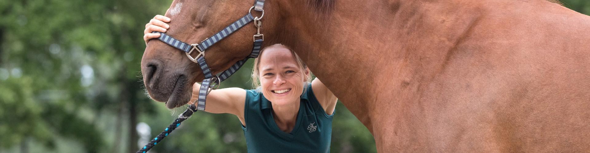 Portretfoto Paardenosteopaat Mariël Schrijvers