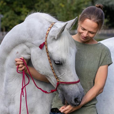Osteopaat voor paarden Mariël Schrijvers met Raisa