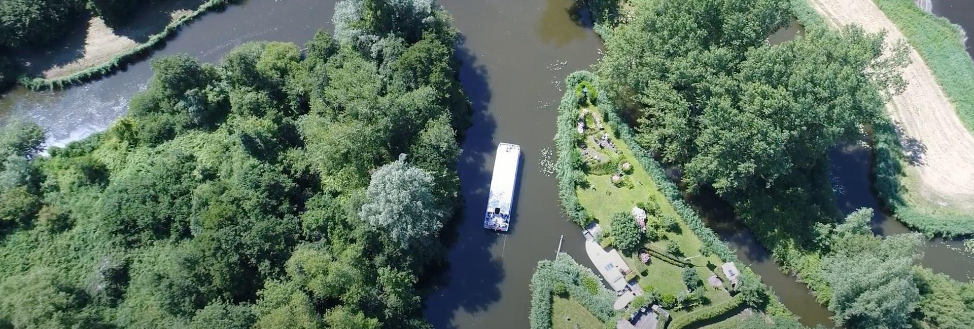 Partyboot De Koperen Hoorn door de Westfriese polders