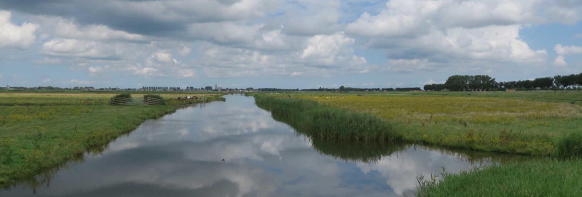 Weerspiegeling van het water | Partyboot De Koperen Hoorn