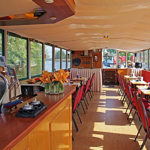 Partyboot De Koperen Hoorn interieur