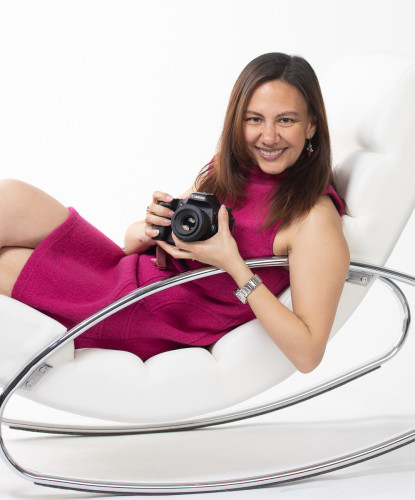 Perla Michiels met camera fotostudio
