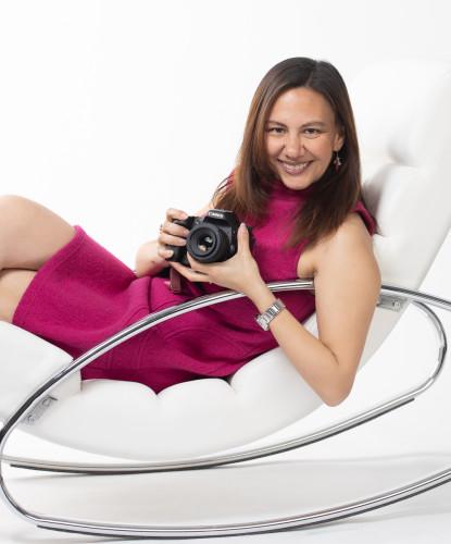 Perla Michiels met camera fotostudio