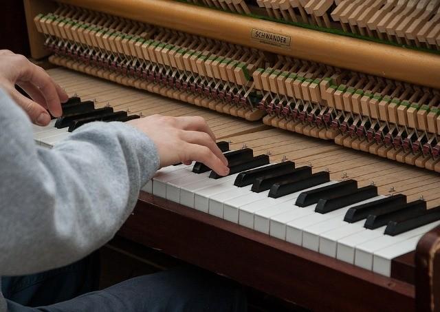 aanslaggevoeligheid akoestische piano