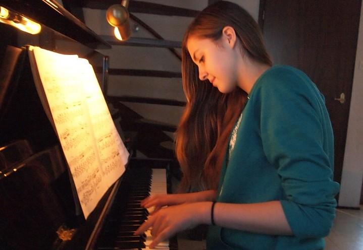 Minder stress met piano spelen