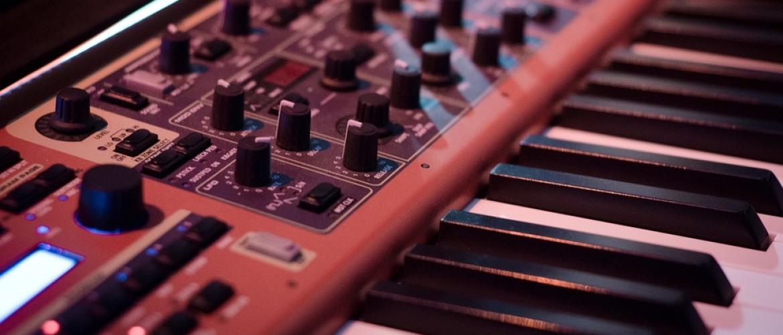 De 8 handigste hulpmiddelen om comfortabel keyboard te spelen