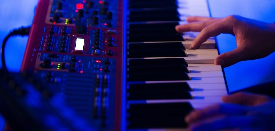 Keyboard spelen