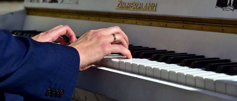 7 redenen om als volwassene alsnog piano te leren spelen