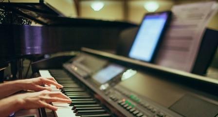 Tablet aansluiten op digitale piano