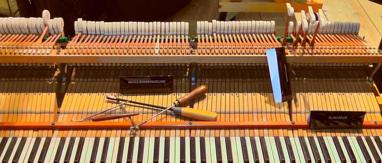 Een piano stemmen, kan ik dat zelf?