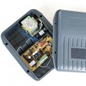 Controlbox met printplaat met soft stop voor vleugelpoortopeners en knikarmopeners