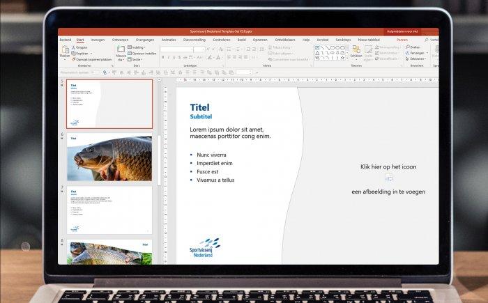 Laptop met het programma PowerPoint open en een template die open staat.