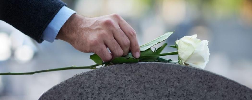Wat is een begrafenis? Wat gebeurt er dan?