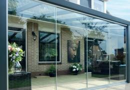 Eenvoudig te monteren glazen schuifwand van 3 x 2,2 meter